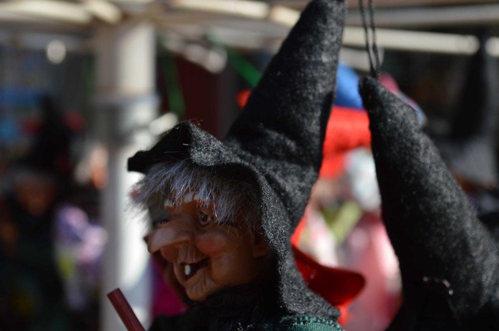 sounvenir witch again